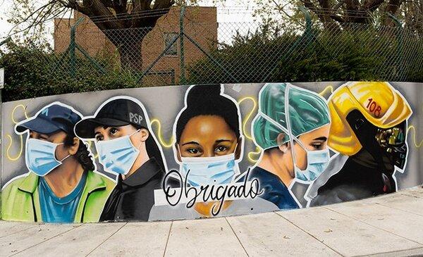 Mural homenageia profissionais no combate a pandemia